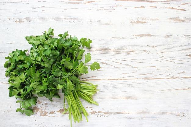 Świeża organiczna pietruszka i ogórek Darmowe Zdjęcia