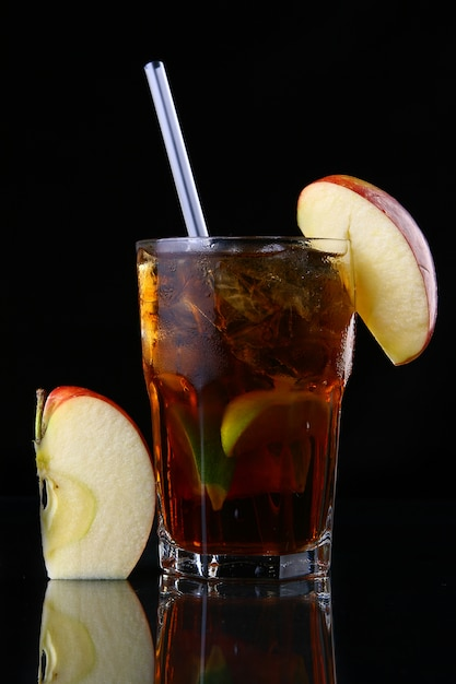 Świeża szklanka mrożonej herbaty z limonką Darmowe Zdjęcia