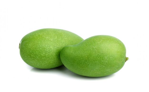 Świeża Zielona Mangowa Owoc Odizolowywająca Premium Zdjęcia