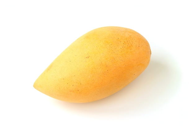 Świeże, Dojrzałe Mango Na Białym Tle Premium Zdjęcia