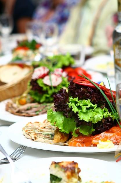 Świeże I Smaczne Jedzenie Na Stole Darmowe Zdjęcia