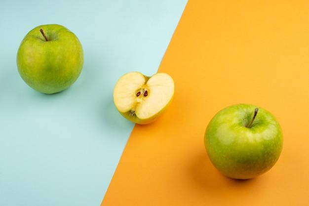 Świeże Jabłka Kwaśne Na Pomarańczowo-lodowej Podłodze Darmowe Zdjęcia