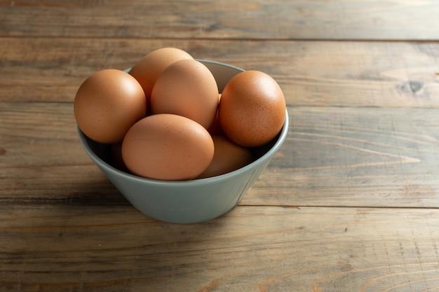 Świeże Jajka W Misce. Darmowe Zdjęcia