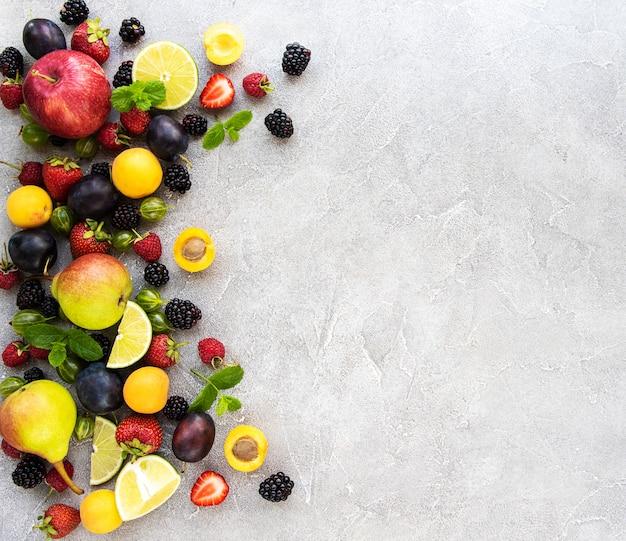 Świeże Letnie Owoce I Jagody Premium Zdjęcia