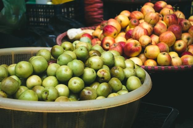 Świeże Małe Jabłka Na Rynku Wietnamski Rolników Darmowe Zdjęcia