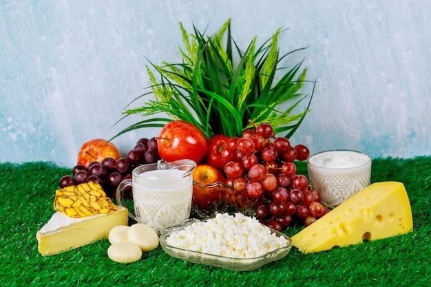 Świeże Owoce I Produkty Mleczne Premium Zdjęcia