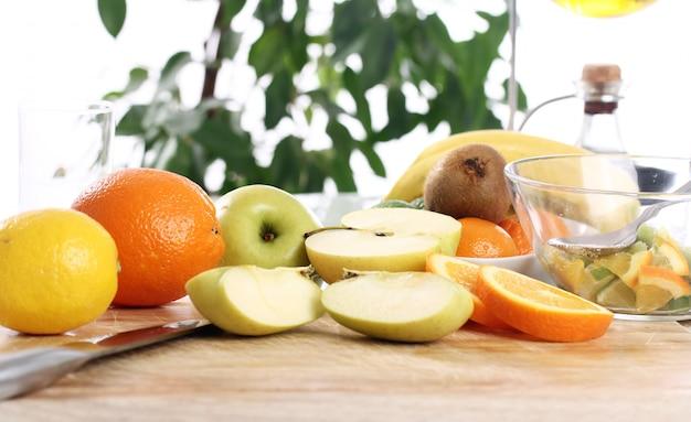 Świeże Owoce Na Stole W Kuchni Darmowe Zdjęcia