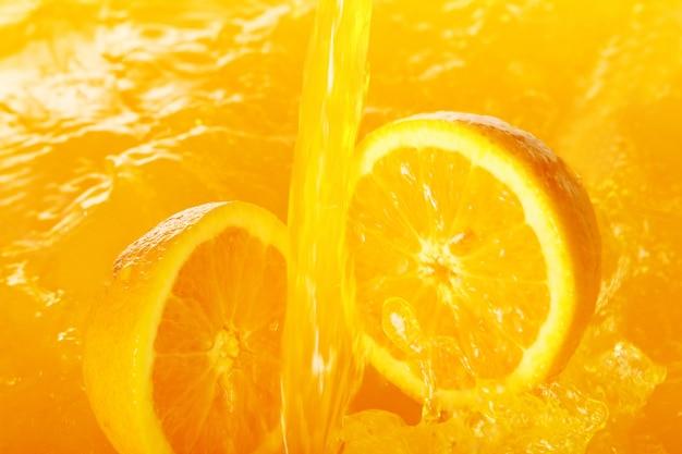 Świeże Pomarańcze Spadające W Soku Darmowe Zdjęcia