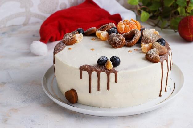 Świeży domowy tort z mandarynkami na imprezę noworoczną Premium Zdjęcia