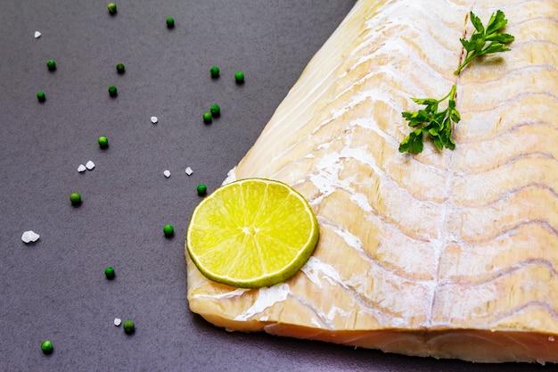 Świeży Filet Z Mintaja Premium Zdjęcia