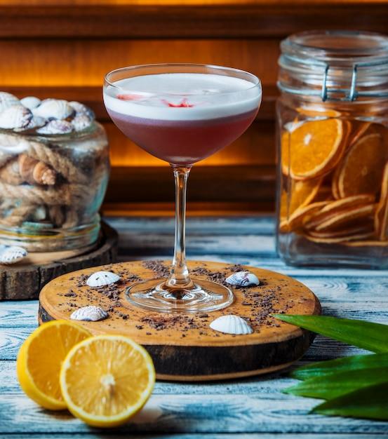 Świeży koktajl na drewnianej desce Darmowe Zdjęcia