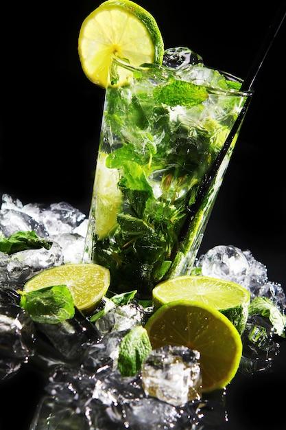 Świeży napój z zieloną limonką Darmowe Zdjęcia