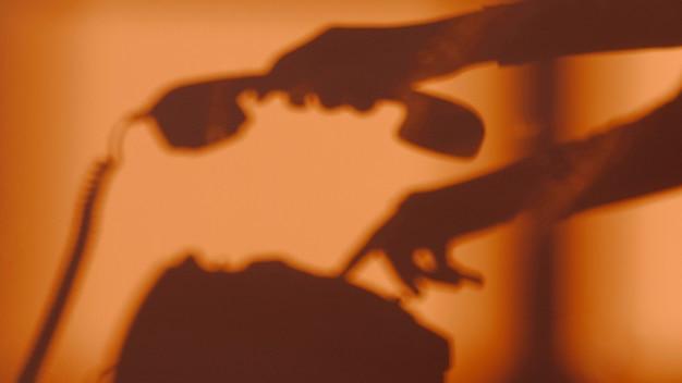 Sylwetka Kobiety Za Pomocą Telefonu Darmowe Zdjęcia