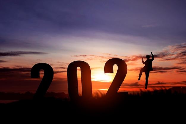 Sylwetka Ludzi Biznesu Obchodzi Nowy Rok. Szczęśliwego Nowego Roku 2021 Premium Zdjęcia