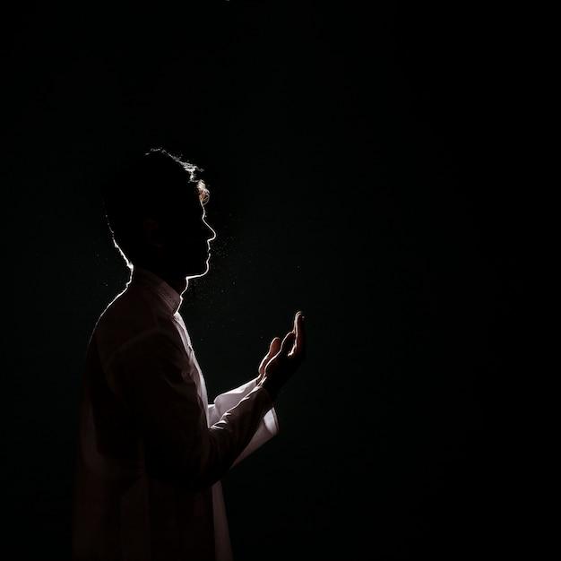 Sylwetka Muzułmański Mężczyzna Modlenie Darmowe Zdjęcia