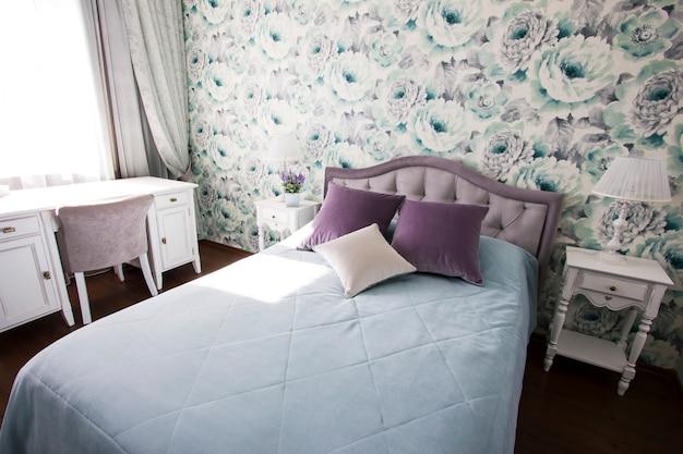 Sypialnia W Stylu Prowansalskim W Kolorach Niebieskim I