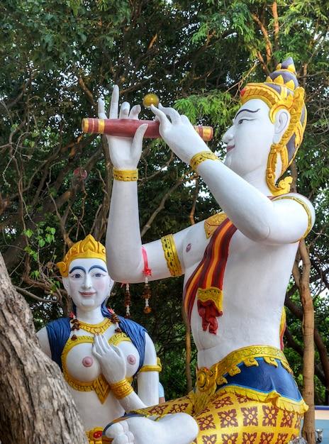 Syrenka I Książę Posągi Na Samet, Tajlandia Premium Zdjęcia