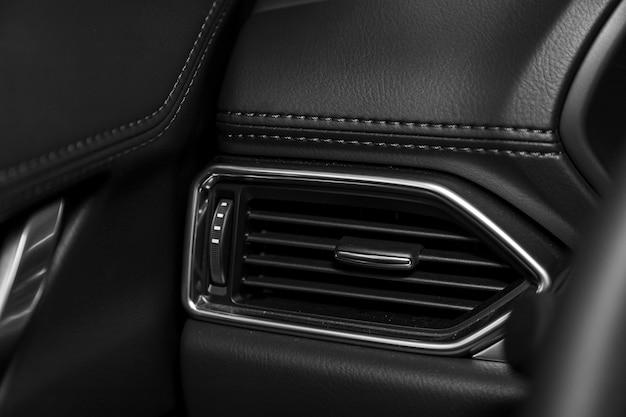 System Wentylacji Samochodu Z Bliska - Szczegóły I Sterowanie Nowoczesnym Samochodem. Premium Zdjęcia