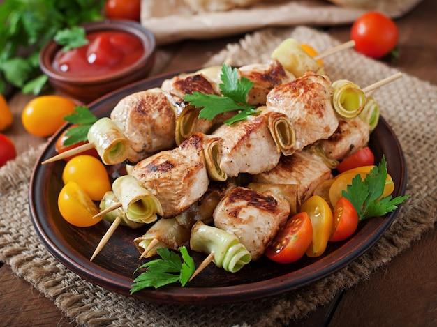 Szaszłyk Z Kurczaka Z Cukinią Premium Zdjęcia