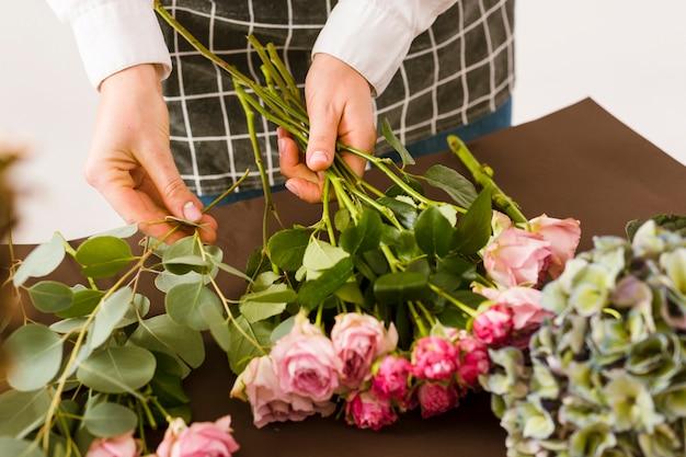 Szczegół Kwiaciarnia Układa Różowe Róże Darmowe Zdjęcia