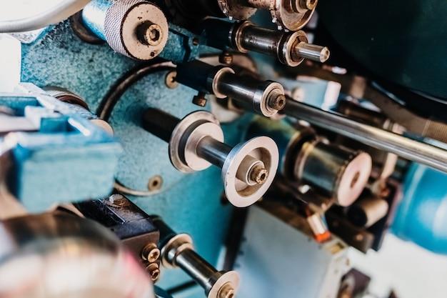 Szczegół Metal Rolki Na Starym Projektorze Filmowym Premium Zdjęcia