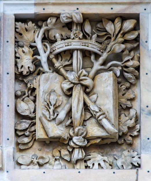 Szczegół Na Katedrze W Mediolanie, Włochy Premium Zdjęcia