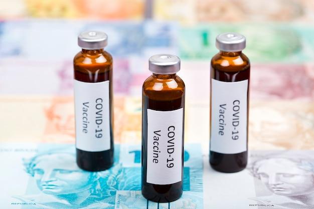 Szczepionka Przeciwko Covid-19 Zamiast Brazylijskich Pieniędzy Premium Zdjęcia