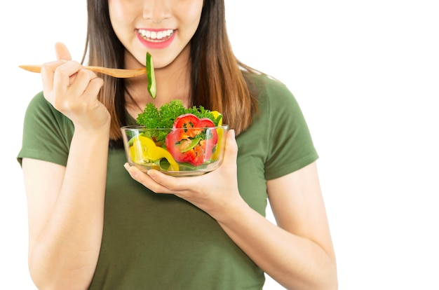 Szczęśliwa dama lubi jeść sałatkę warzywną Darmowe Zdjęcia