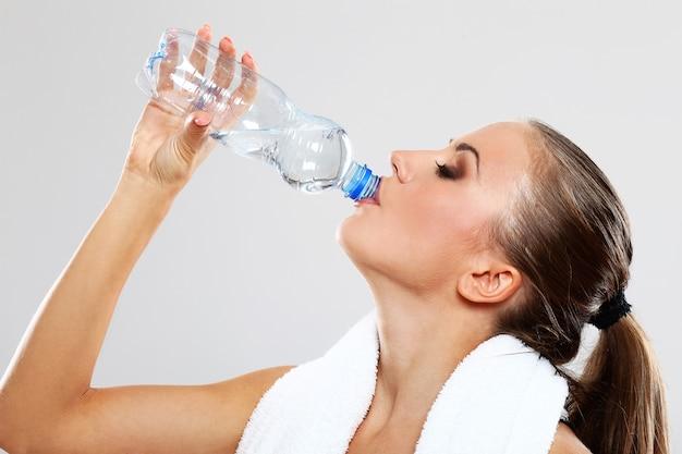 Szczęśliwa Kobieta Wody Pitnej Darmowe Zdjęcia