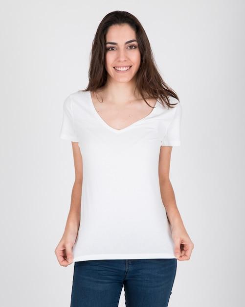 Szczęśliwa kobieta z białą koszulę Darmowe Zdjęcia