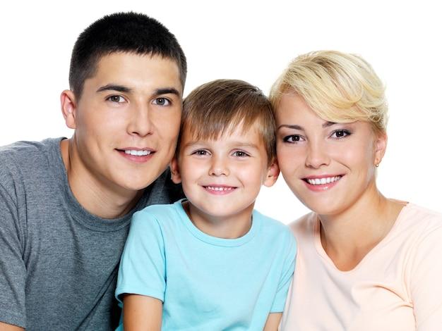 Szczęśliwa Młoda Rodzina Z Synem 6 Lat Darmowe Zdjęcia
