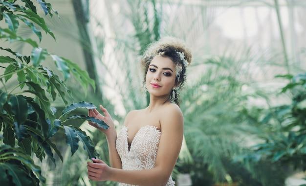 Szczęśliwa Opalona Panna Młoda Premium Zdjęcia