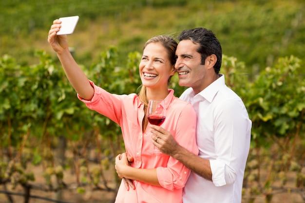 Szczęśliwa Para Przy Selfie Premium Zdjęcia