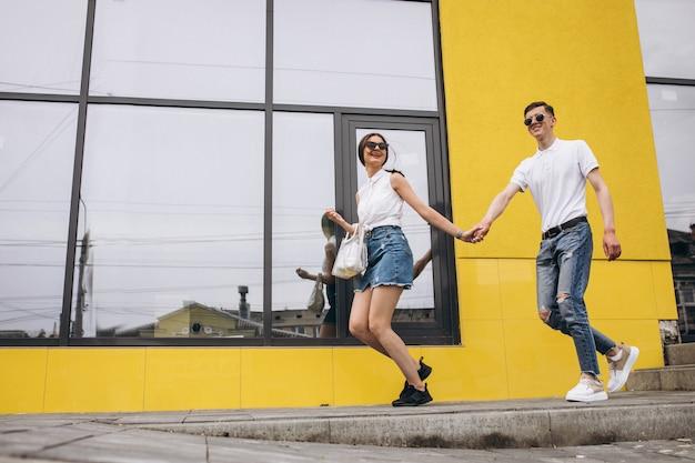 Szczęśliwa Para Razem W Mieście Darmowe Zdjęcia
