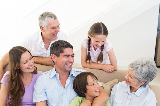 Szczęśliwa Rodzina Wielopokoleniowa Premium Zdjęcia