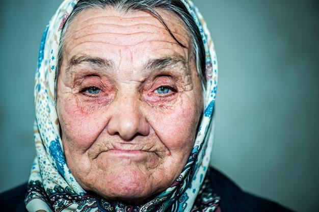 Szczęśliwa stara kobieta Premium Zdjęcia