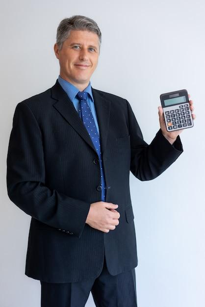 Szczęśliwy biznesmen satysfakcjonujący z nową bank ofertą Darmowe Zdjęcia