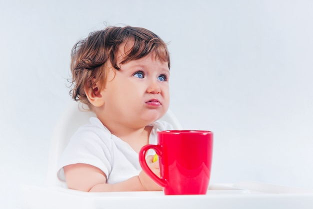 Szczęśliwy Chłopiec Obsiadanie I łasowanie Darmowe Zdjęcia