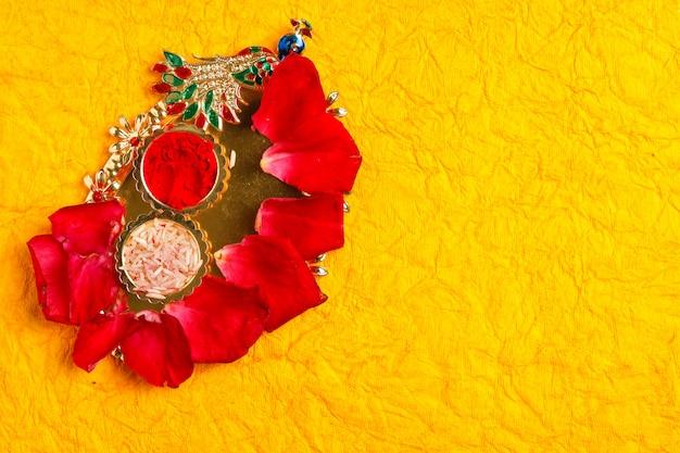 Szczęśliwy kartkę z życzeniami dasera, zielony liść i ryż Premium Zdjęcia