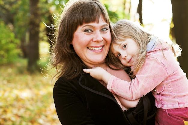 Szczęśliwy Rodzinny Park Jesień Premium Zdjęcia