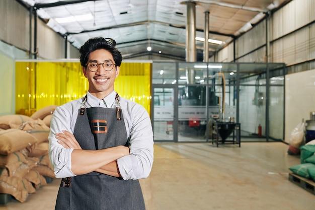 Szczęśliwy Właściciel Palarni Kawy Premium Zdjęcia