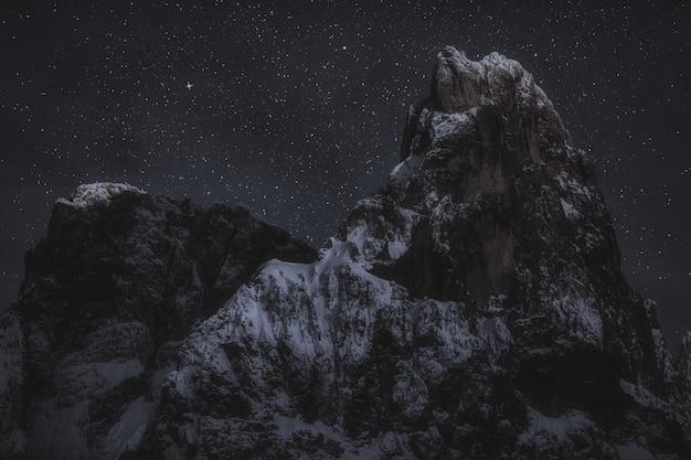 Szczyty Górskie W Nocy Darmowe Zdjęcia