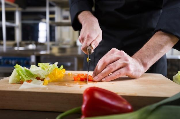 Szef Kuchni Przygotowuje Przepis Darmowe Zdjęcia