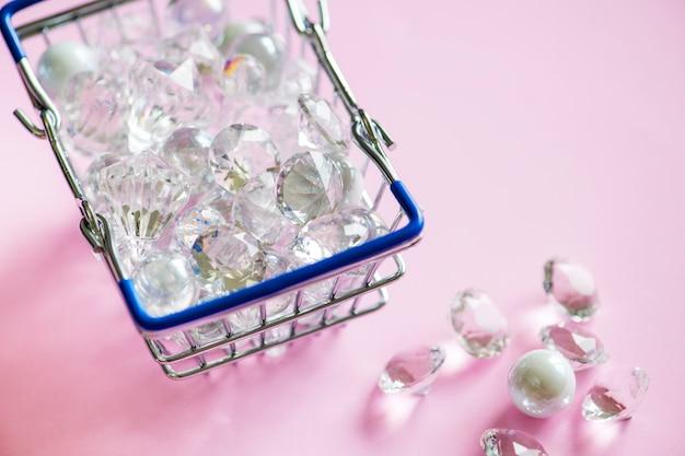 Szklane Diamenty W Koszyku Darmowe Zdjęcia
