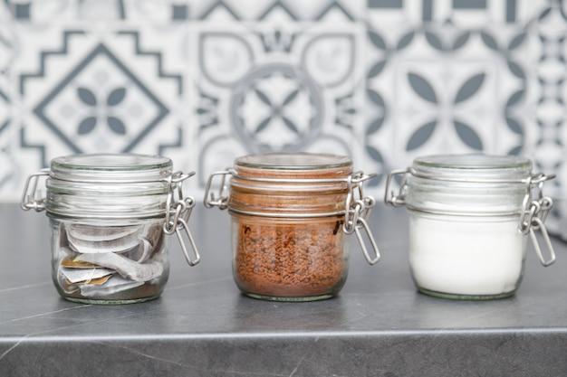Szklane Słoiki Z Kawą, Herbatą I Cukrem Premium Zdjęcia