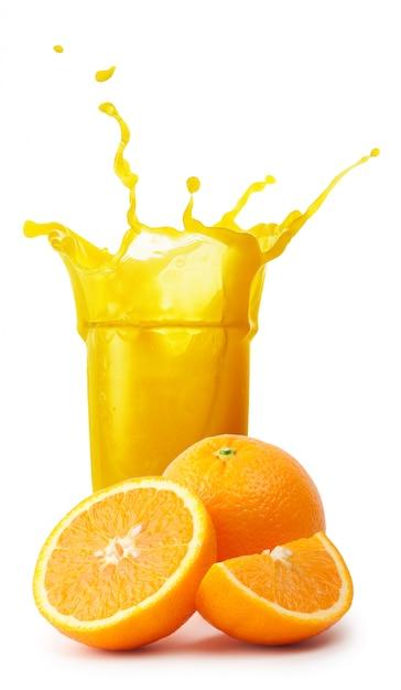 Szklanka Soku Pomarańczowego Z Odrobiną Pomarańczy Premium Zdjęcia
