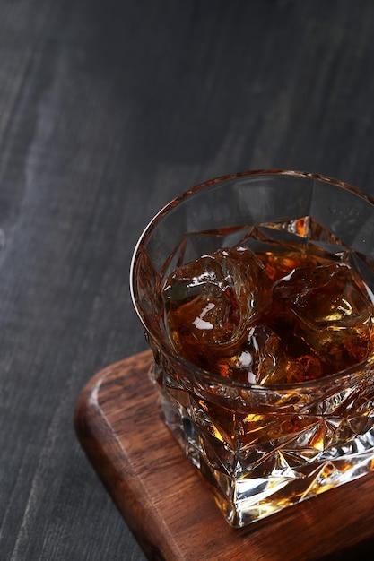 Szklanka Whisky Lub Bourbona, Tylko Z Lodem Darmowe Zdjęcia