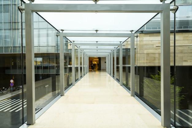 Szklany kanał w centrum handlowym Premium Zdjęcia