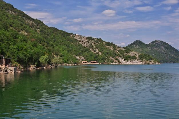 Szkodra jezioro w czarnogórze, bałkany Premium Zdjęcia