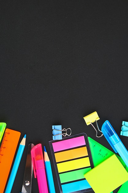 Szkolne Dostawy Na Blackboard Tle Premium Zdjęcia